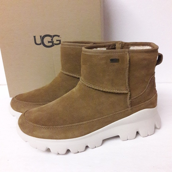 0235b3ecbb8 UGG Palomar Sneaker Boots Size 10 NWT